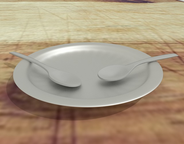 dvě lžíce na talíři