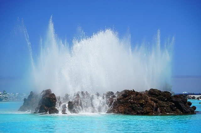 stříkající voda