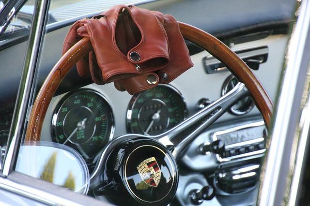 kožené rukavice na volantu